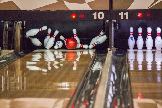 oxbow-bowling-strike